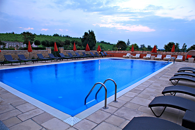 Lavigna-outdoor-pool