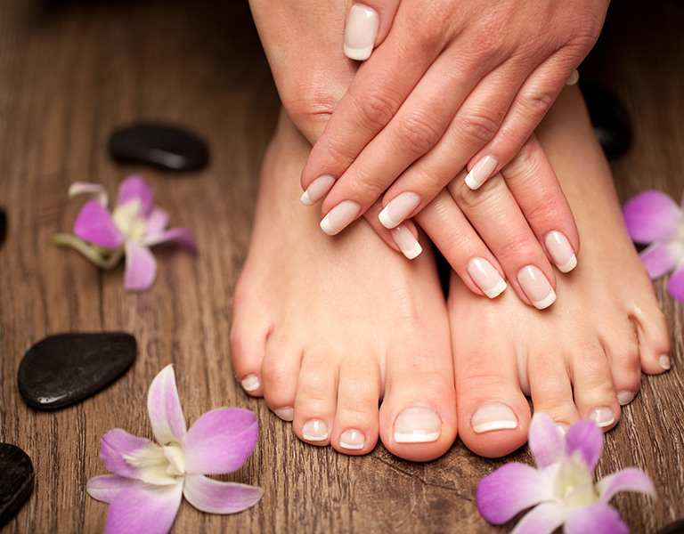 Manicure-and-pedicure-at-the-wellness-and-spa-hotel-in-Piedmonte-and-Asti-Italy