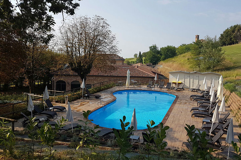 Relais SantUffizio Lavignia Outdoor swimming pool in the hotel