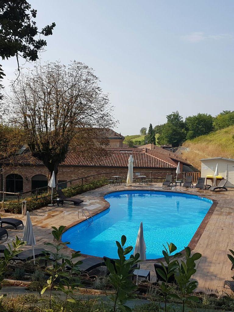 Relais Sant'Uffizio Lavignia Outdoor swimming pool in the hotel