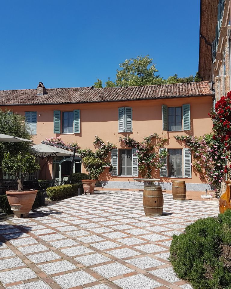 Relais-SantUffizio-Wellness-and-SPA-in-Piedmont-courtyard