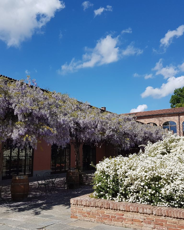 Relais-SantUffizio-Wellness-and-SPA-in-Piedmont-entrance-and-flowers