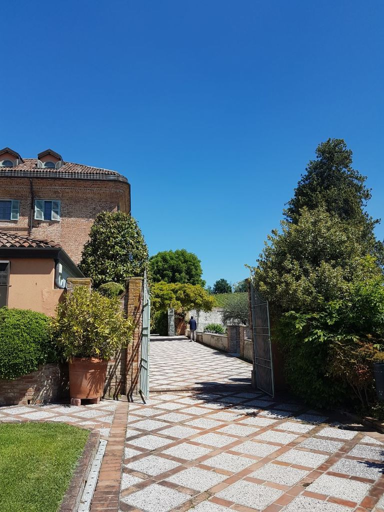 Relais-SantUffizio-Wellness-and-SPA-in-Piedmont-garden-and-entrance