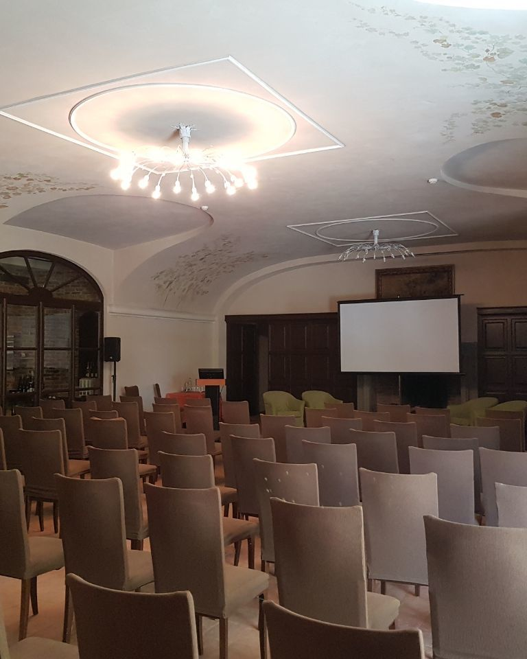Relais-SantUffizio-Wellness-and-SPA-in-Piedmont-meeting-room